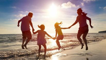 Roditelji i djeca na godišnjem odmoru